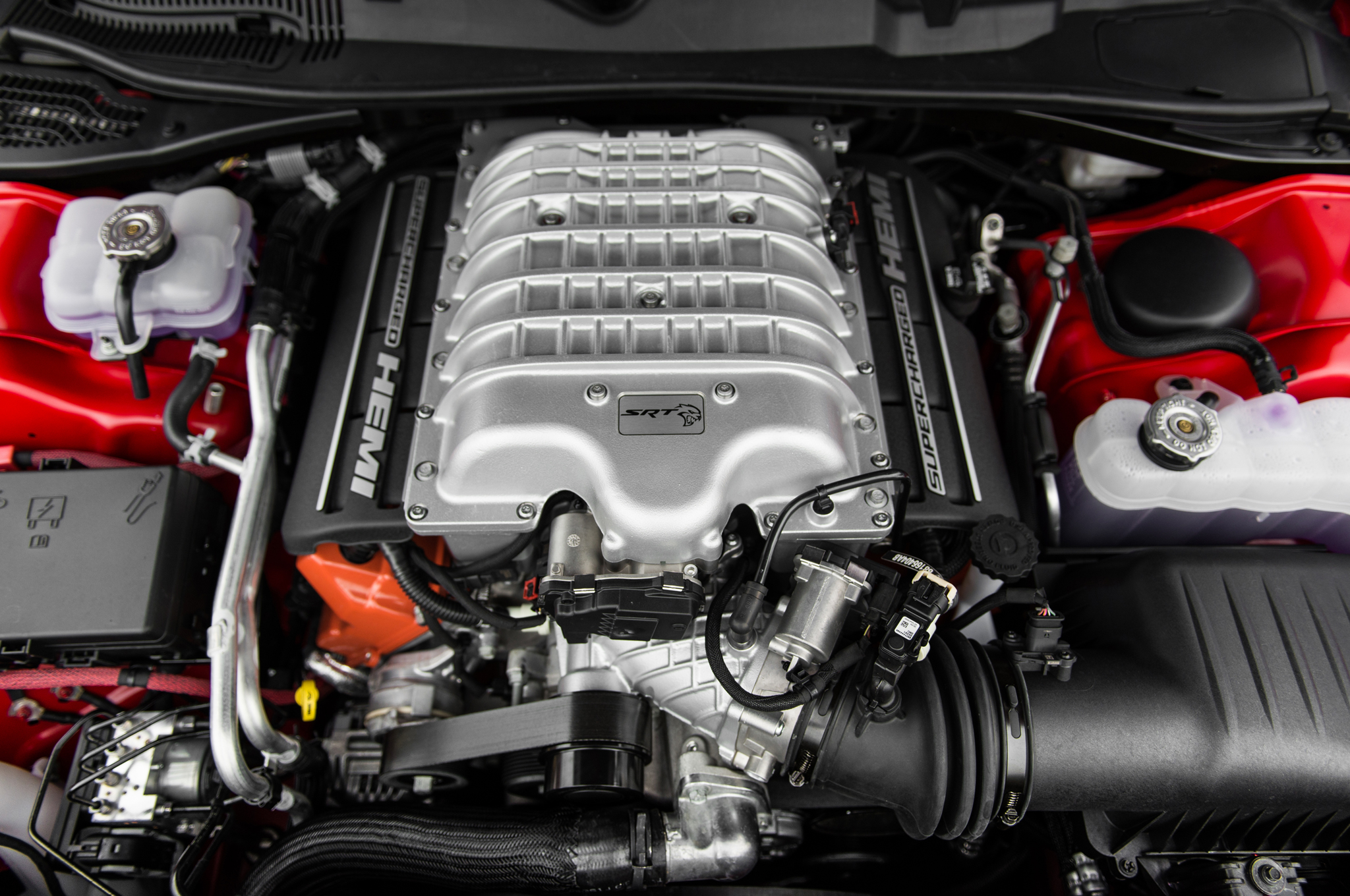 2015-dodge-challenger-srt-hellcat-engine-03