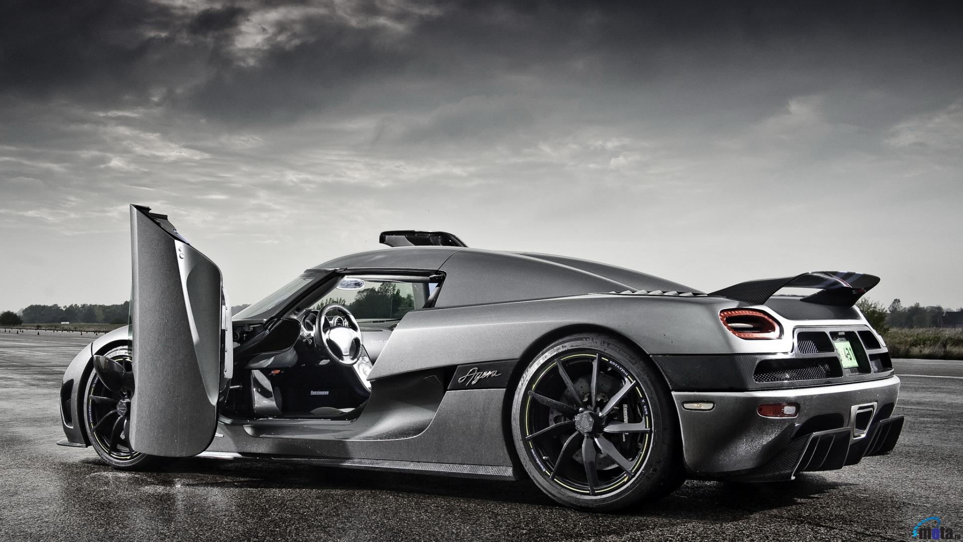 Koenigsegg-Agera-R-Open-Doors-Wallpapers