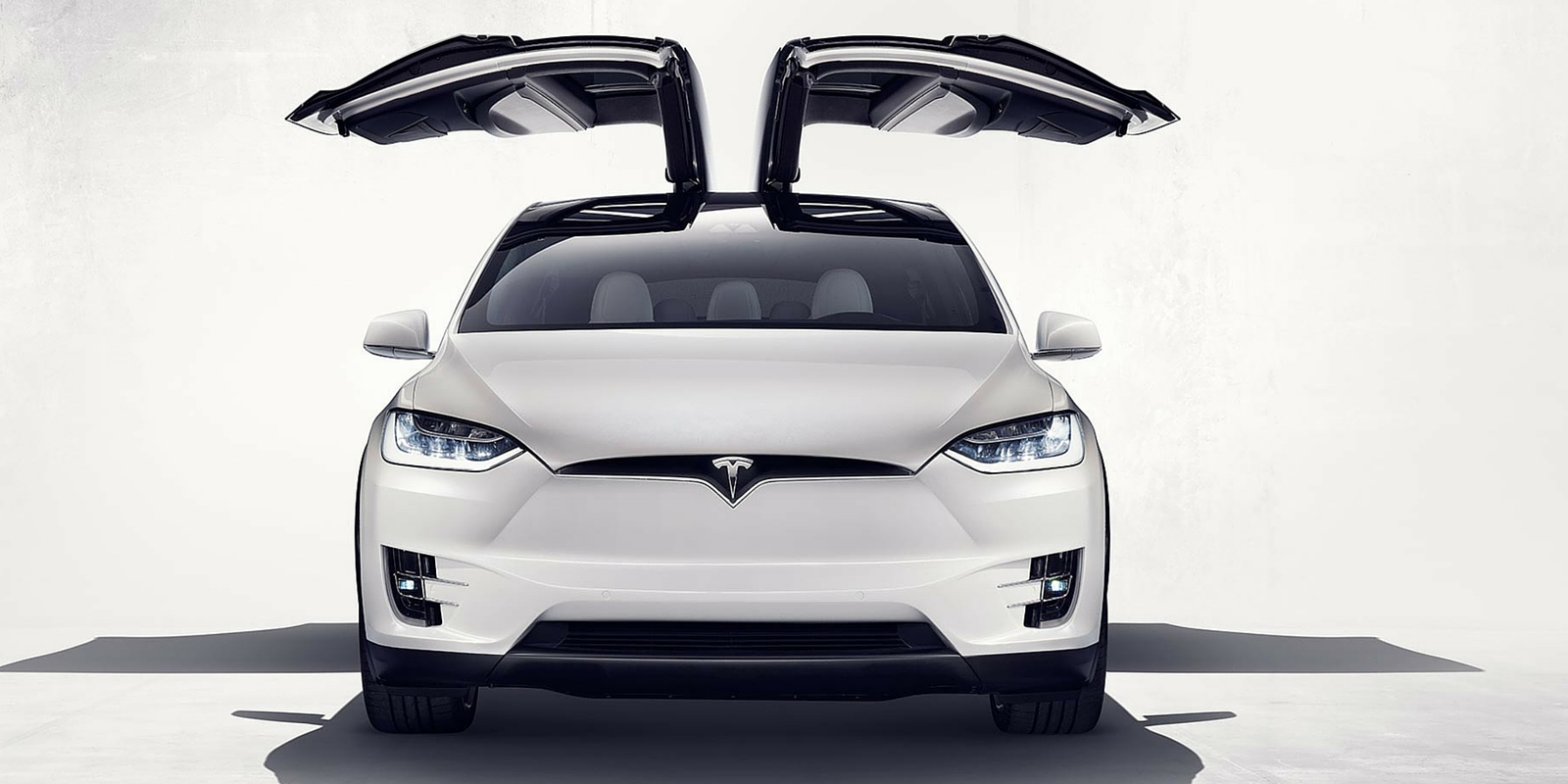 tesla model s vs model x dragstrip smackdown moto networks. Black Bedroom Furniture Sets. Home Design Ideas