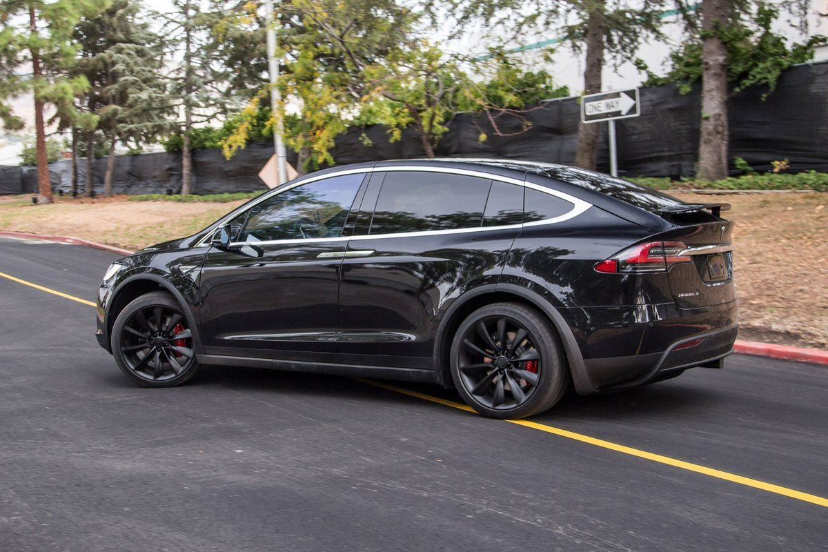 Tesla Model X P90D Photo: allautoexperts