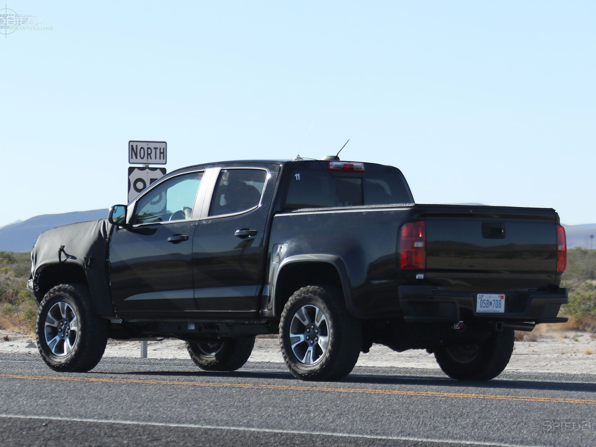 the 2017 chevy colorado zr2 spied could this be a potential raptor fighter moto networks. Black Bedroom Furniture Sets. Home Design Ideas