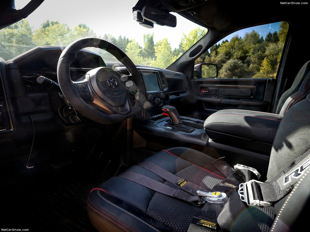 They even put six point racing seat belts in the truck! Photo: netcarshow