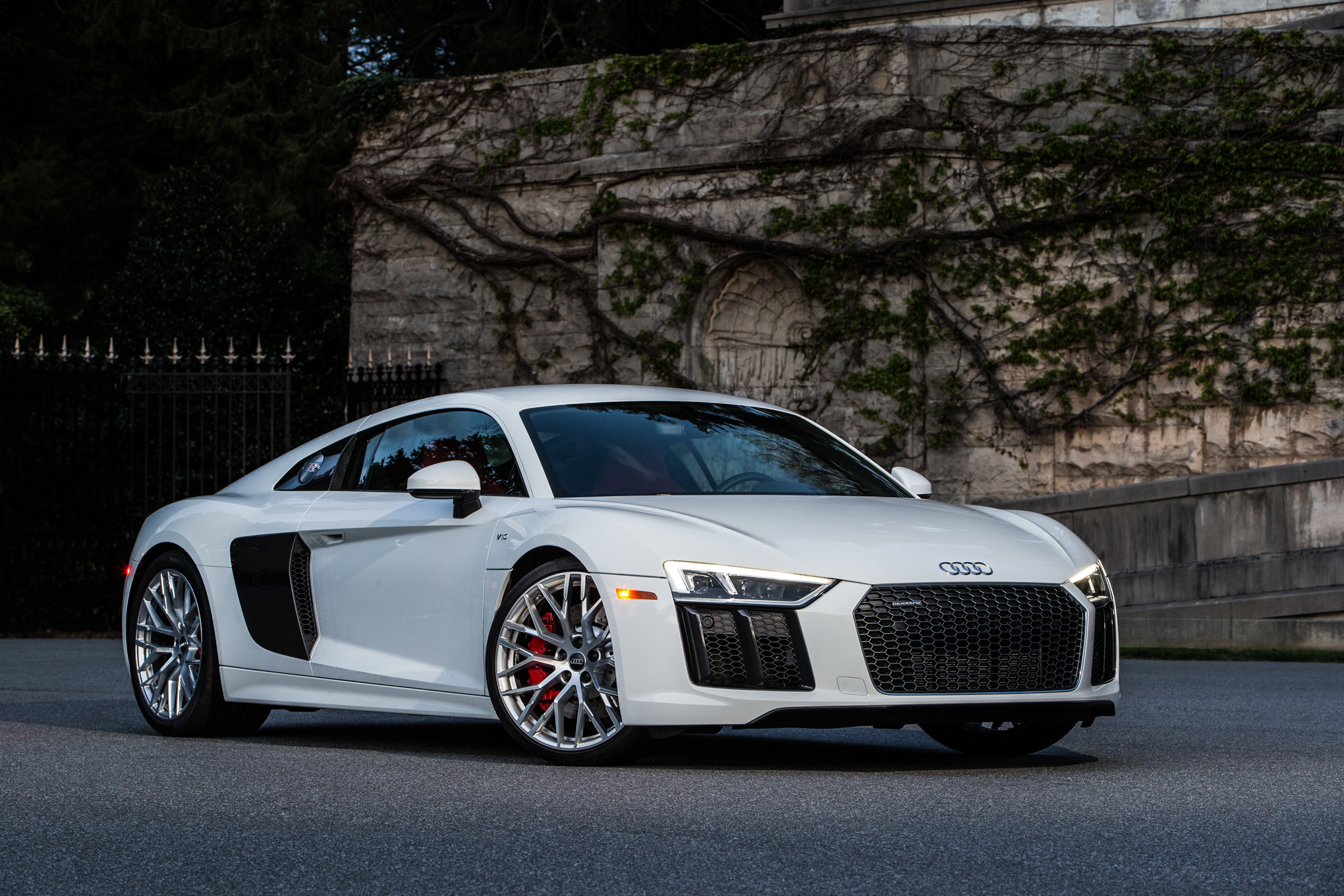 Audi R8 V10 Photo: motortrend