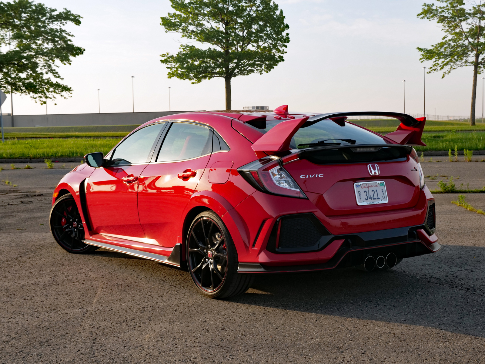 the new honda civic type r is here and it is suffering a slight identity crisis moto networks. Black Bedroom Furniture Sets. Home Design Ideas