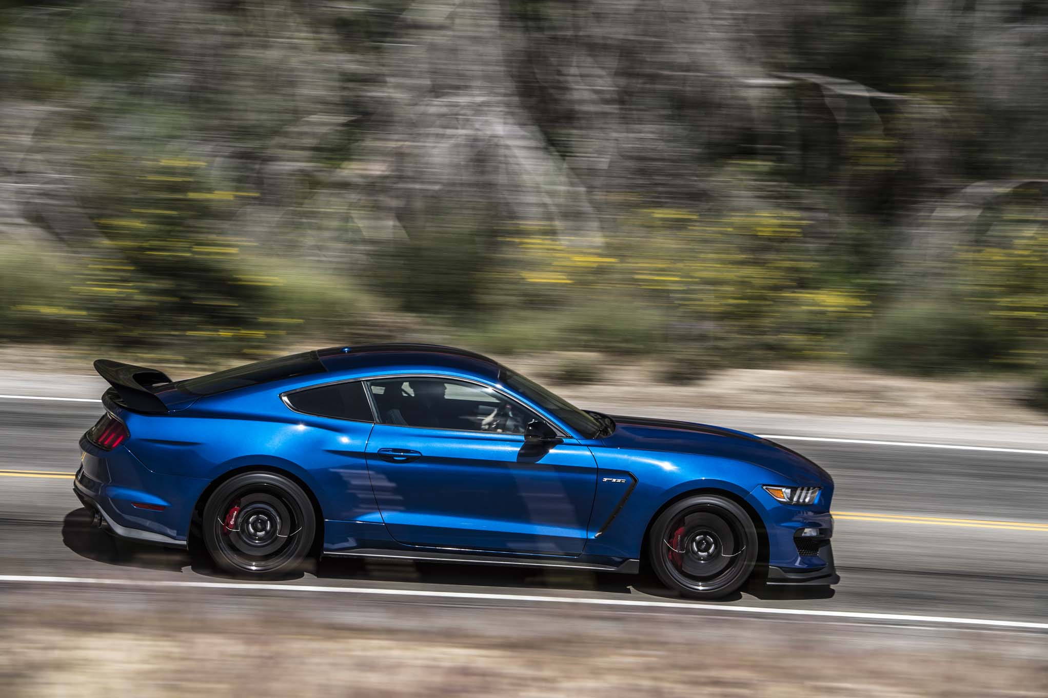 Shelby Mustang Gt350r Vs Camaro Zl1 A Battle Of The Ages