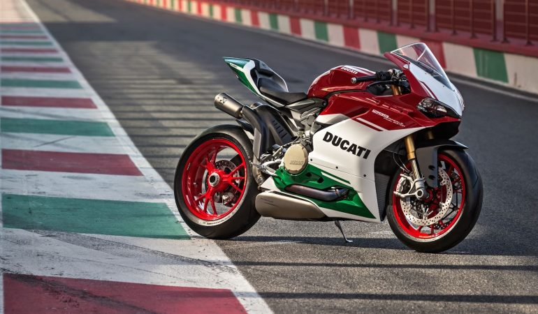Death To The V-Twin: Ducati's 1299 Panigale R Final Edition