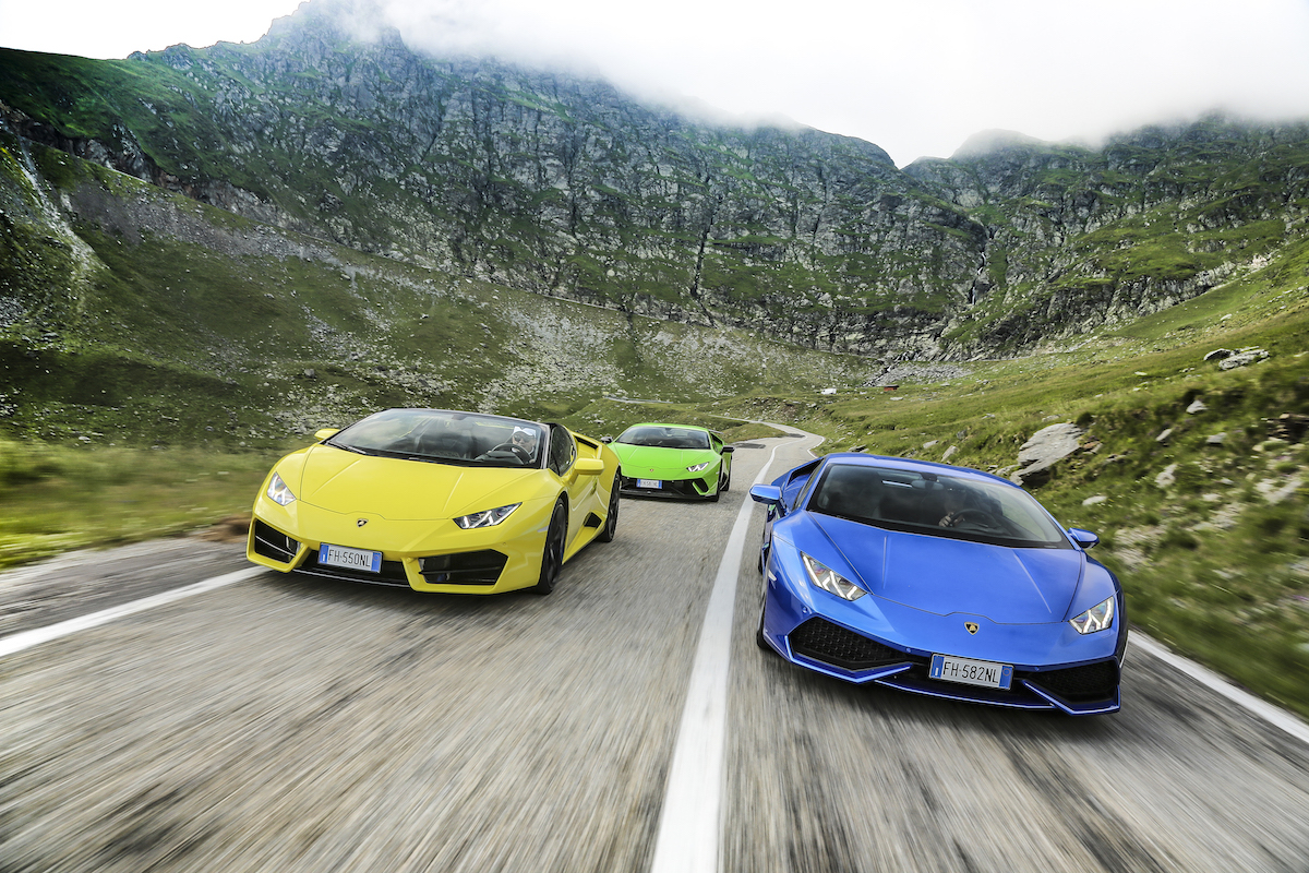 Lamborghini Huracans Tackling The Quot Best Driving Road In