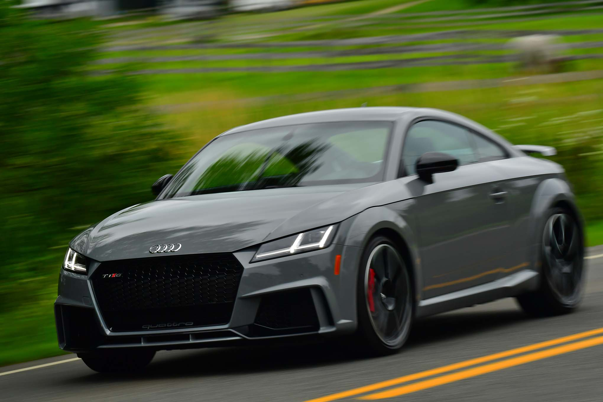 audi 39 s new tt rs is 2018 39 s mini supercar bargain moto. Black Bedroom Furniture Sets. Home Design Ideas