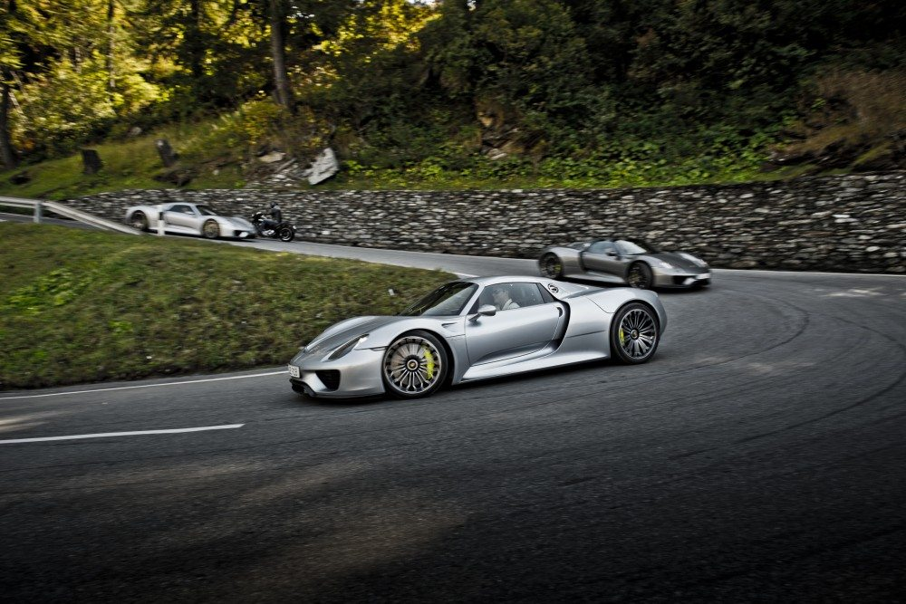 19 Porsche 918's Tackle the Most Famous Alpine Passes on ...