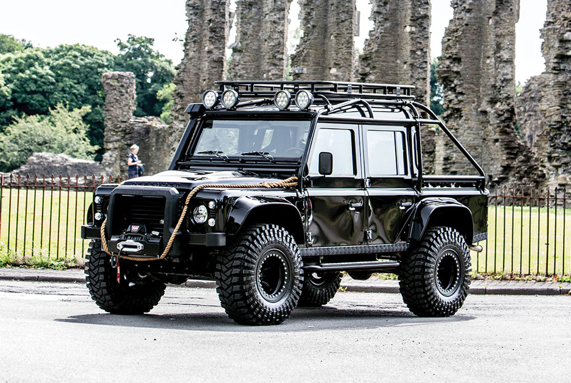 this land rover defender svx may have been villainous in spectre but it 39 s 100 badass and now. Black Bedroom Furniture Sets. Home Design Ideas