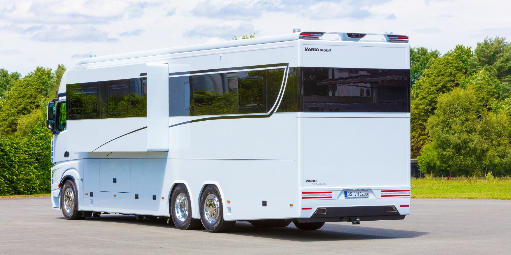 The vario mobile signature 1200 an ultra luxurious for Million dollar motor homes