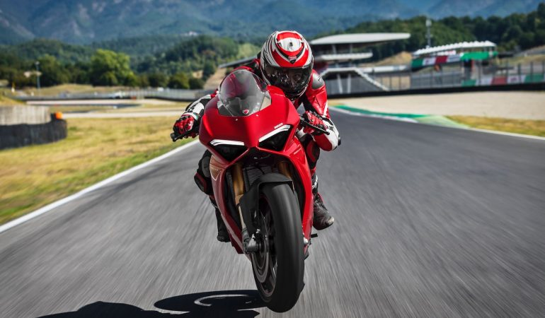 Panigale V4: It Has Finally Been Unveiled And It's Better Than Ever